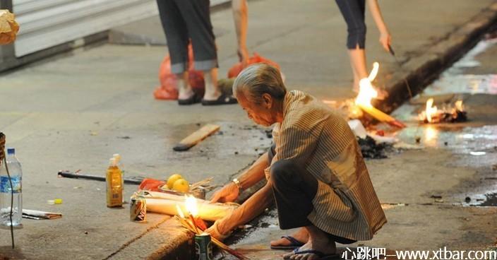 0085j6oIly1gi8v35p13bj30jk0a8abm - 鬼节文化:香港鬼节习俗与禁忌