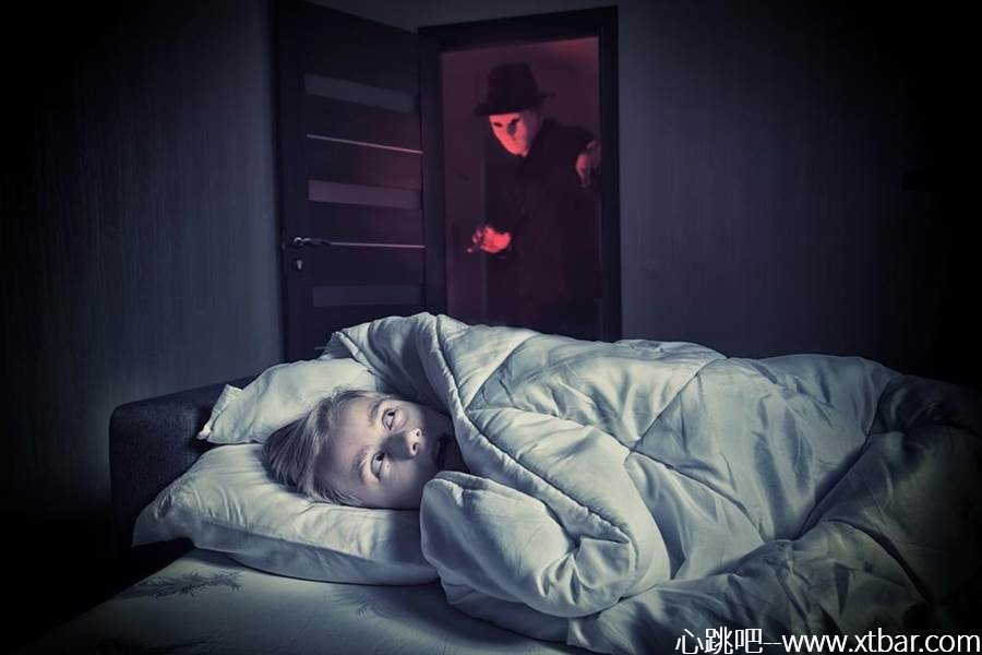 0085j6oIly1gilwfk43t0j30p00goq44 - [心跳吧恐怖故事]:阴暗的房间