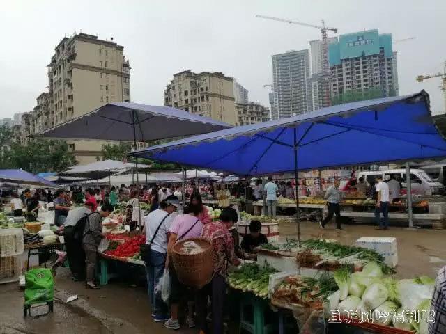 重庆渝北礼嘉赶场:简陋的场地和高大上的城建