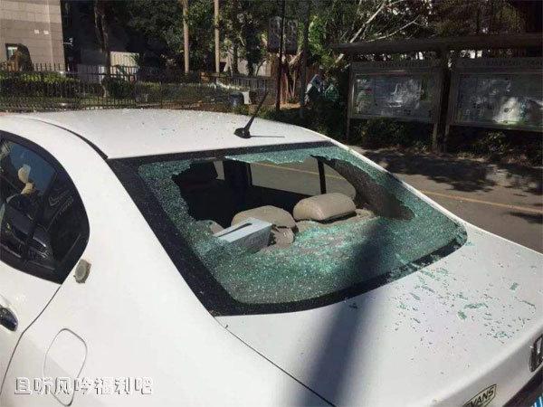 高空坠物砸碎车玻璃