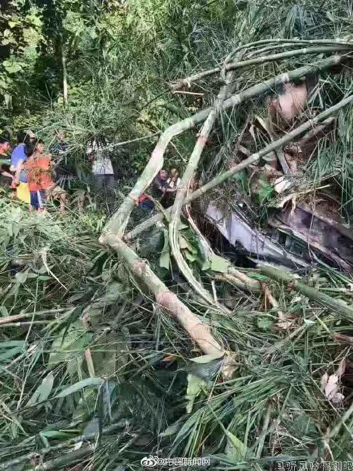 中国旅行团老挝车祸