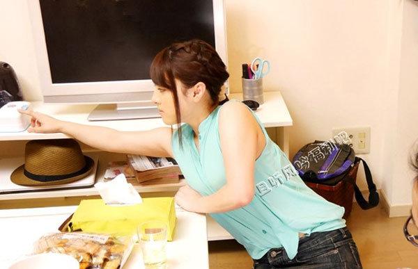 蓝沢润生日这天被男友上下其手
