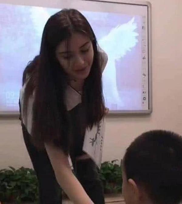 幼儿园美女老师酷似杨颖