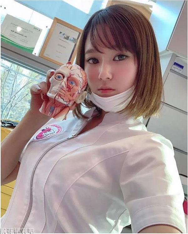 面对这样的美女牙医你还害怕吗?