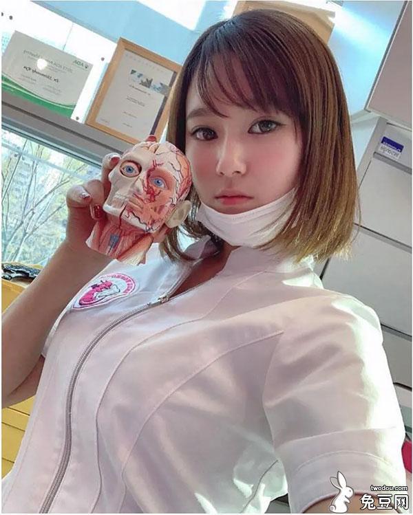 这样的美女牙医给你看病你会紧张吗?