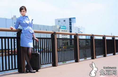 濑亚美莉(一ノ瀬アメリ)在机场咖啡厅被人调戏