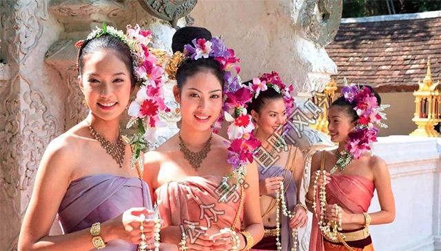 泰国奇遇记:在泰国遇到一位胳肢窝有腋毛的老板娘
