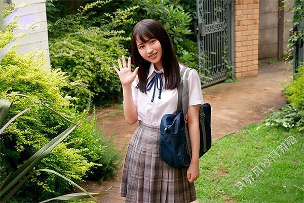 思春期少女小野六花亲吻姐姐男友