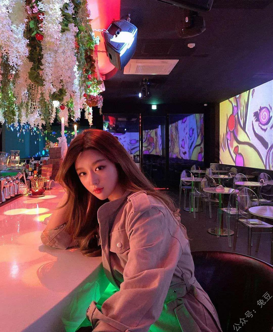 酒吧有个韩国美女看上我了