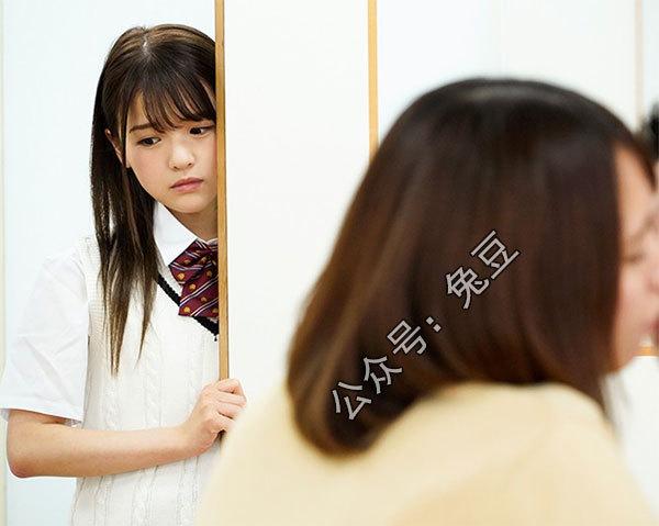 永濑唯扮演清纯可爱的女学生