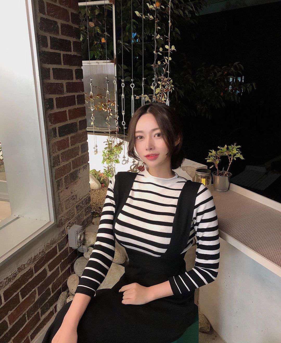 波涛胸涌的韩国正妹脸蛋甜美