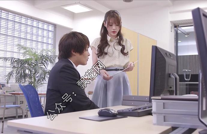 相泽南(相沢みなみ)被员工压在桌子上威胁
