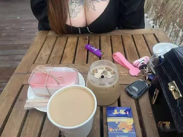 这么大一杯奶茶你要喝吗