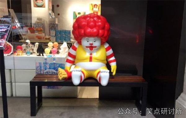 麦当劳的老大爷变成小胖子了