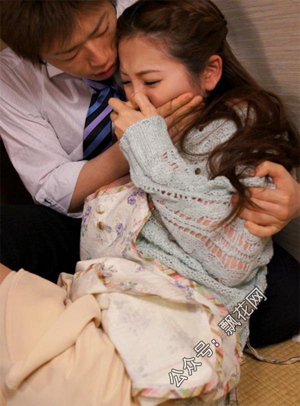 小川阿佐美边打电话边哭