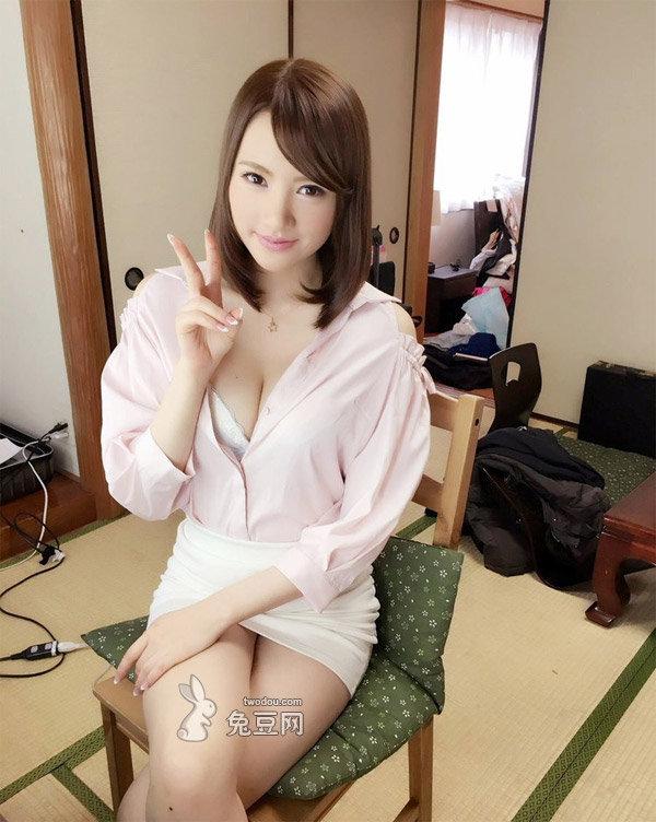 君川结衣喜欢一边旅游一边购物
