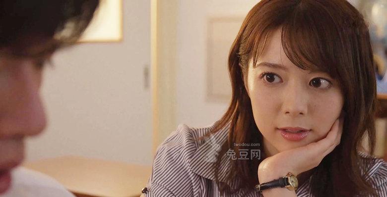 岬奈奈美亲自为学生解开心中的疑惑