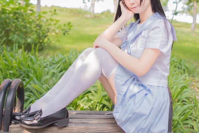 白丝水手服少女写真