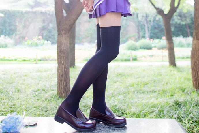 黑丝少女的紫色水手服
