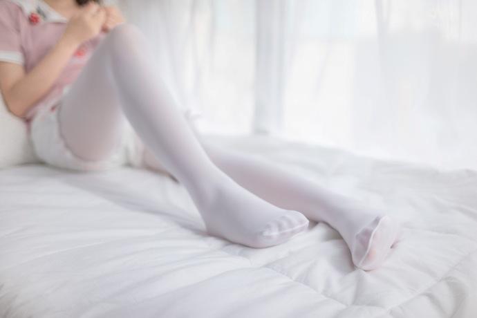 喜欢赖床的白丝萝莉