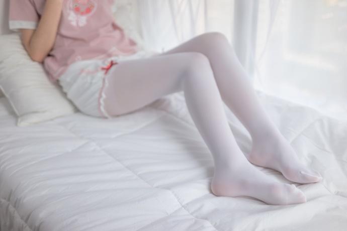 喜欢赖床的白丝萝莉 清纯丝袜