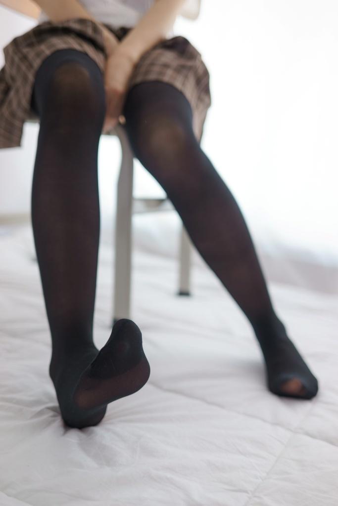 小萝莉的性感黑丝美足 清纯丝袜
