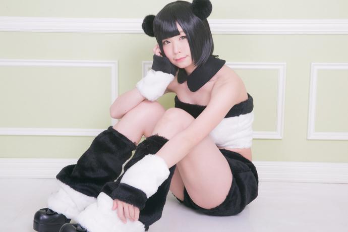 家里养个小熊猫也不错 中日妹子