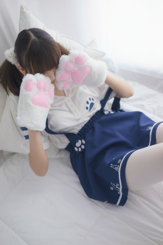 猫一样的白丝萝莉 清纯丝袜