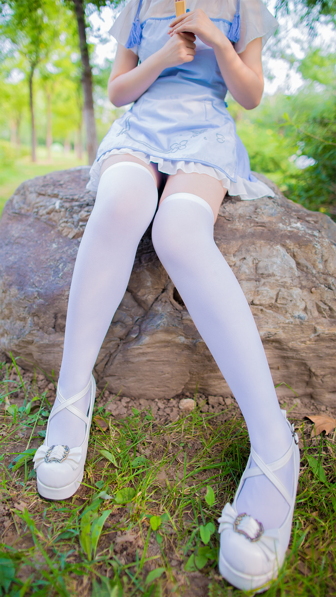 郊外的白丝旗袍少女 清纯丝袜