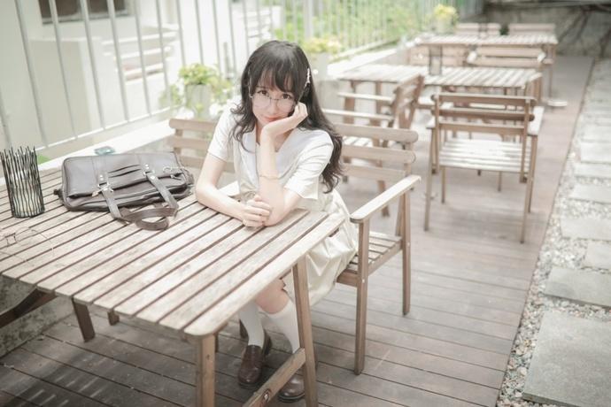阳光水手服少女写真 中日妹子