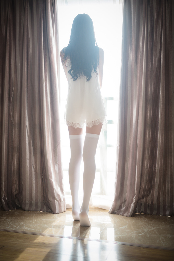 昼和夜白丝大长腿 清纯丝袜