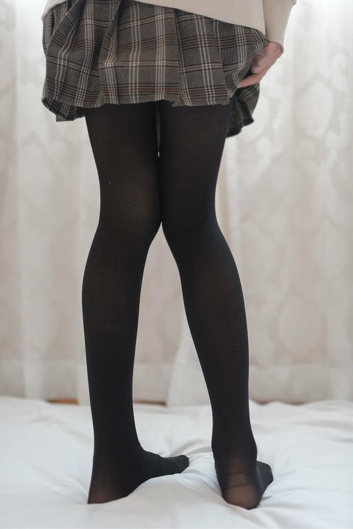 窗帘后朦胧的身影 清纯丝袜