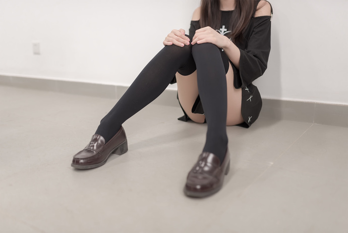 吊带小黑裙 清纯丝袜