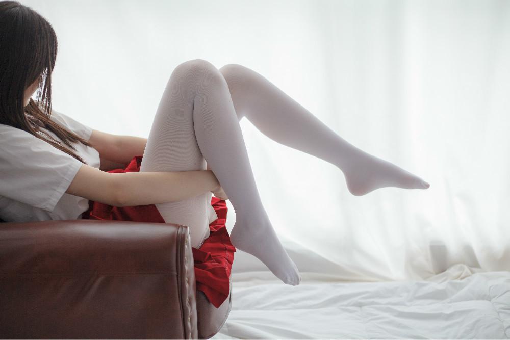 白丝红裙少女