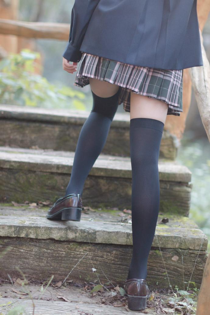 山中偶遇黑丝小姐姐 清纯丝袜