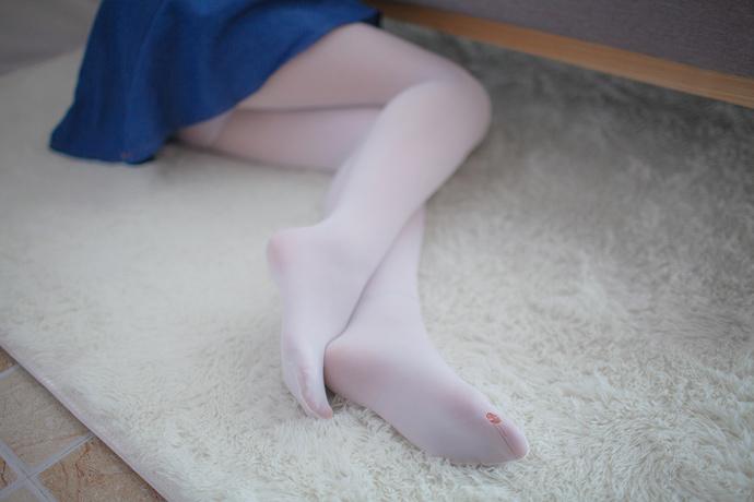 宽松上衣白丝萝莉 清纯丝袜