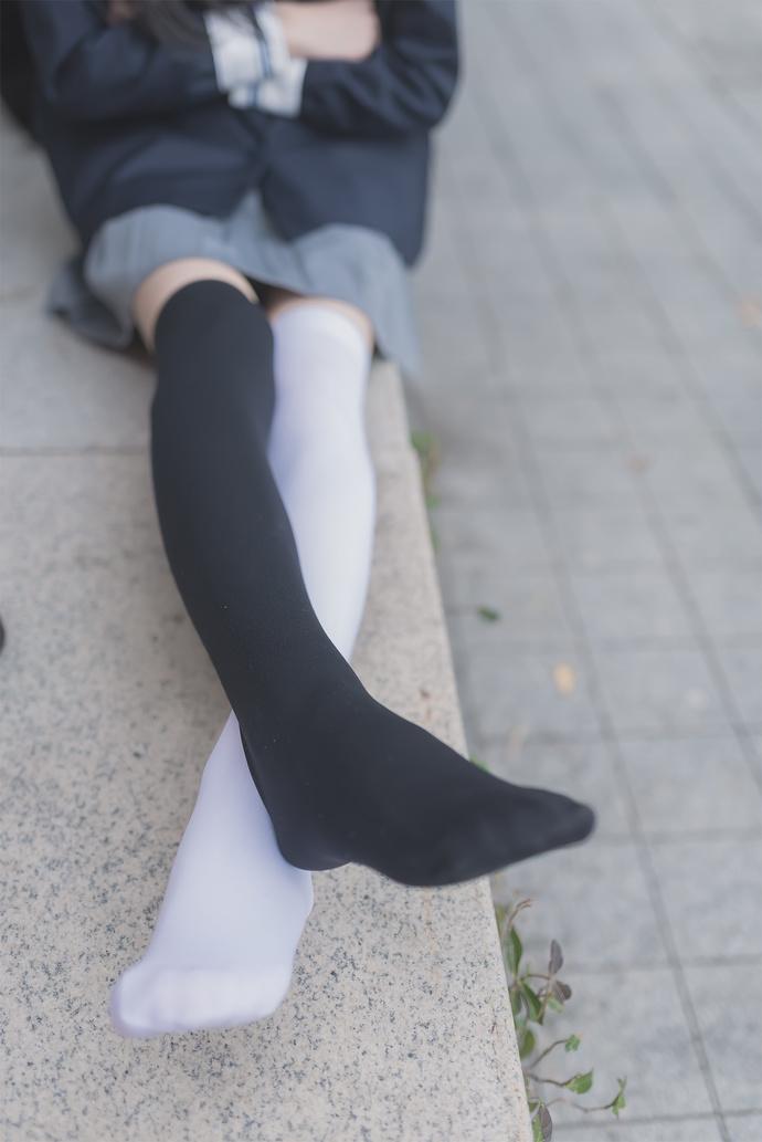 黑丝白丝你更喜欢哪个 清纯丝袜