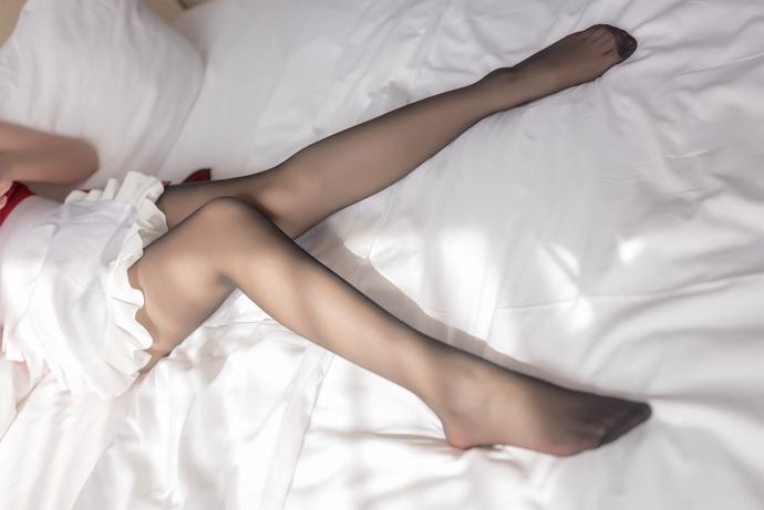 黑丝红裙小女仆 清纯丝袜