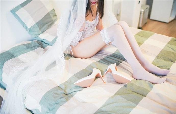 白丝婚纱待嫁闺中