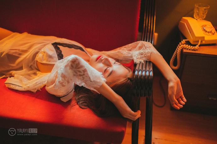 雅拉伊 风情万种睡裙小姐姐