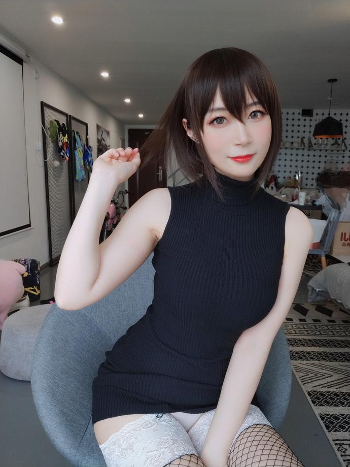 黑丝包臀裙大姐姐