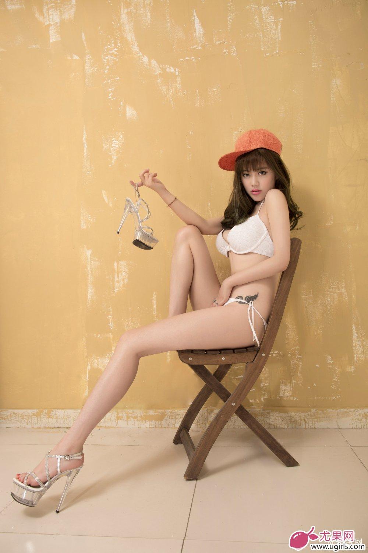 [Ugirls尤果网]2014-06-07 E018 美腿车模 王轶玲 美女写真 热图3