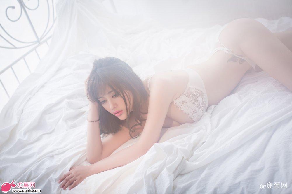 [Ugirls尤果网]2014-06-07 E018 美腿车模 王轶玲 美女写真 热图9