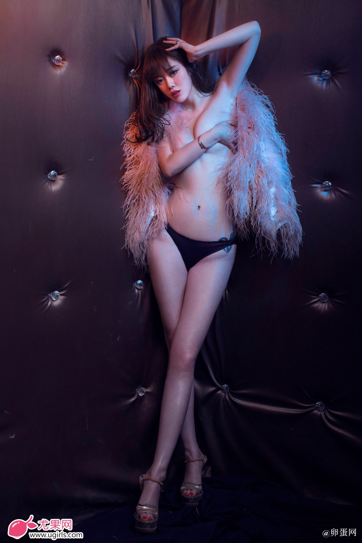[Ugirls尤果网]2014-06-07 E018 美腿车模 王轶玲 美女写真 热图11