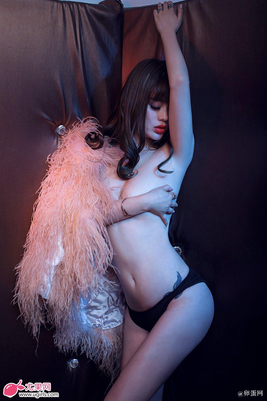 [Ugirls尤果网]2014-06-07 E018 美腿车模 王轶玲 美女写真 热图5