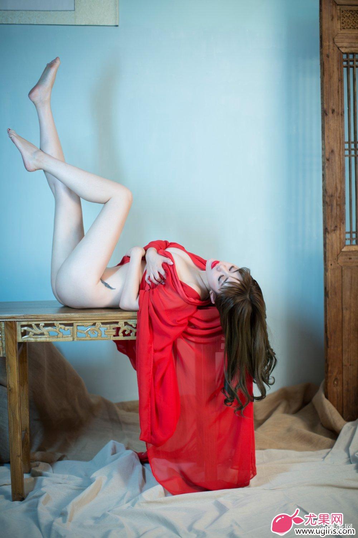 [Ugirls尤果网]2014-06-07 E018 美腿车模 王轶玲 美女写真 热图6