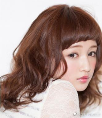 发量少的女生适合什么发型?九款时尚烫发最显丰盈 服饰潮流 图7