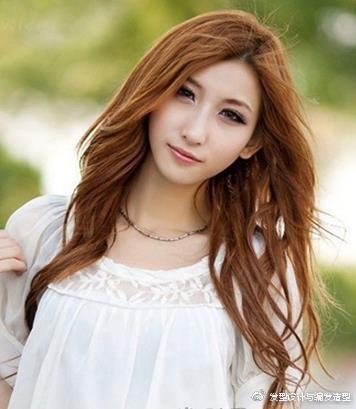 9款适合颧骨高女生的发型 浪漫卷发塑造完美脸型 时尚潮流 第2张