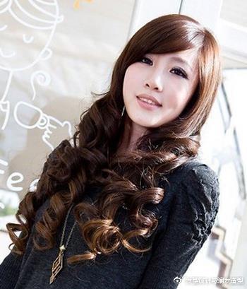 9款适合颧骨高女生的发型 浪漫卷发塑造完美脸型 时尚潮流 第1张