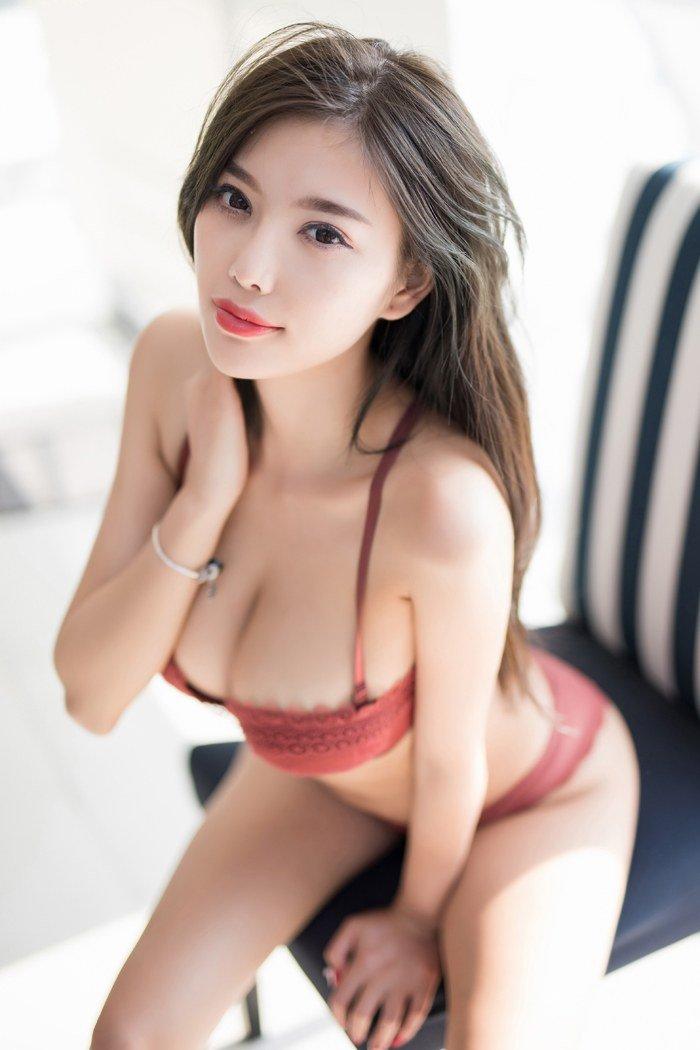 孙浩 中国梦之声 性感女神杨晨晨浪漫比基尼肌肤白嫩如玉